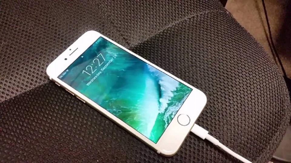 Cách sạc pin iPhone đúng cách, giúp pin được bền hơn.