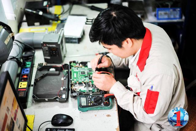 Trả lời băn khoăn lương thợ sửa điện thoại có cao hay không